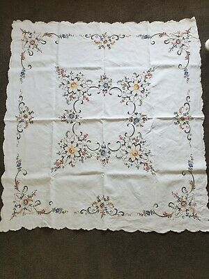 Vintage Embroidered Table Cloth with 6 Matching Serviettes