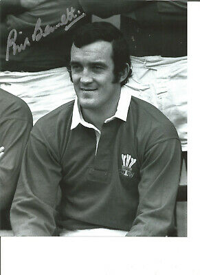 Rugby Union Autograph Phil Bennett Wales Signed 10x8 inch B&W Photograph JM297