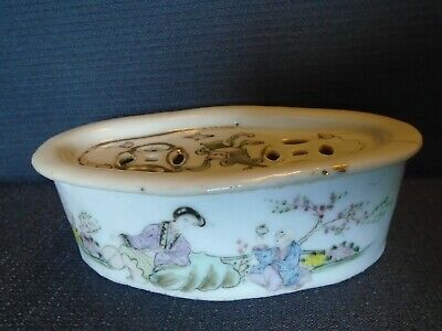 An antique Chinese Guangxu period porcelain Box & Cover. Marked. Slightly AF.