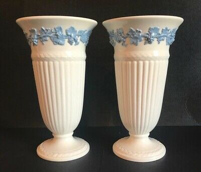 """2 x Matching Wedgwood Of Etruria & Barlaston 'Queen's Ware Vases' 8.5""""/22cm Tall"""