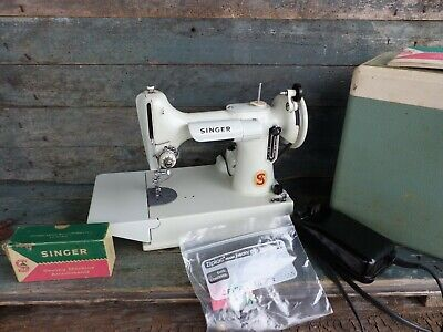 old vintage singer featherweight sewing machine model 221k mint green very rare