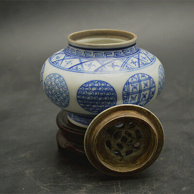 Hand-painted blue-and-white porcelain incense stove in the Republic of China.