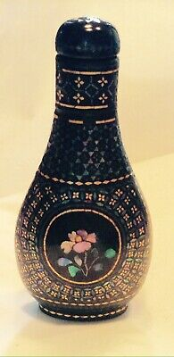 CHINESE SNUFF BOTTLE  LACQUERED GILDED DECORATIONS with A FLOWER