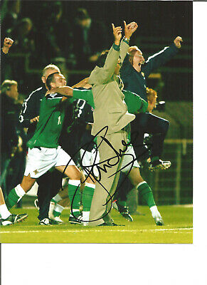 Lawrie Sanchez Northern Ireland Signed 10 x 8 authentic football photo SS1253