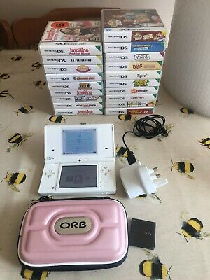 NINTENDO DSi HANDHELD CONSOLE IN WHITE WITH 20 DS GAMES - DS BUNDLE