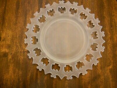"""Frosted Glass Plate encircled with Fleurs de Lis Excellent Condition 7"""" Diameter"""