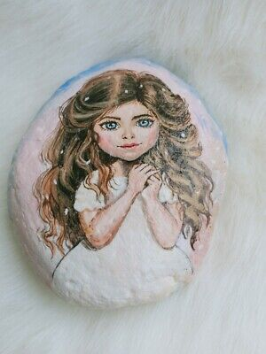 Hand Painted Lovely Little Girl On Natural Rock Stone Art Deco Paperweight 9016