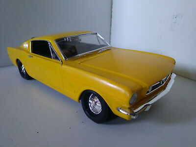 Revell maquette jaune Ford Mustang GT 1965 Fastback 1/12