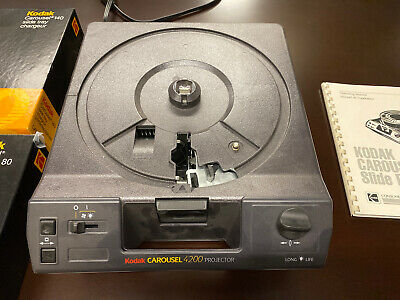 VINTAGE KODAK CAROUSEL PROJECTOR 4200 With Manual And 2 Slide Tray Sets