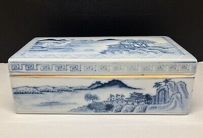 Chinese Antique Blue and White Export Qianlong Trinket Box 18th to 19th Century