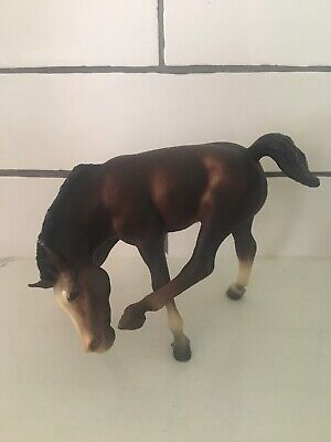 """Foal Breyer Brown Vintage Scratching Horse Chin With Pony Hoof 6"""" X 5"""""""
