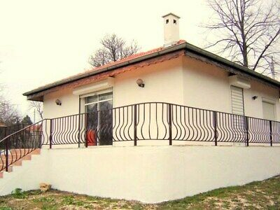 2-bedroom house with a swimming pool 50 km from Varna