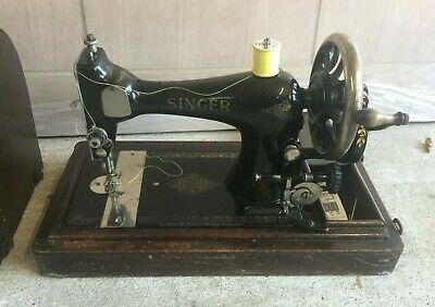 Singer S2327571 Vintage Sewing machine Hand Cranked