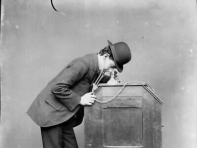 MRS EDISON WITH A Kinetoscope- - 16mm