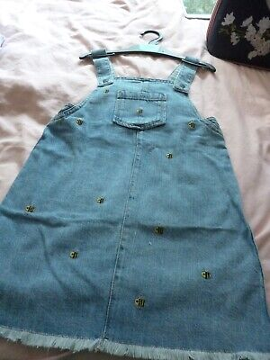 Girls Soft Denim Pinafore Dress Bumble Bee.Age 4-5 Years.MARKS AND SPENCER .BNWT