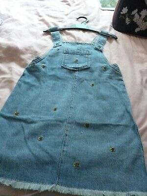 Girls Soft Denim Pinafore Dress Bumble Bee.Age 6-7 Years.MARKS AND SPENCER .BNWT