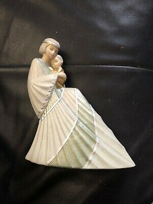 """Ivory Princess 601780 """"Motherhood"""" Mother/Child on Lap in Excellent Condition"""