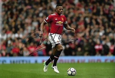 ANTONIO VALENCIA - Hand Signed 12x8 Photo - Manchester Man United - Football