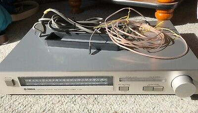 Yamaha T-05 Natural Sound Stereo Tuner, AM/FM, Silver.