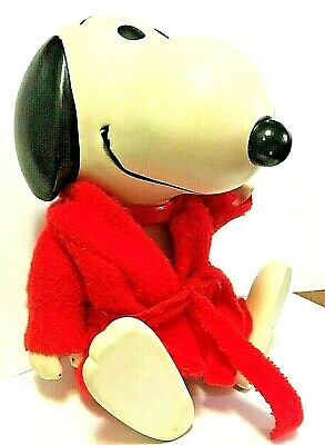 Vintage Snoopy Red Robe 1958-1966 Peanuts United Feature Syndicate