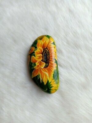 OOAK Hand Painted Sunflower On Natural Rock Stone Art Gift Deco Paperweight D051
