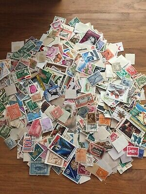 100g world kiloware stamps off paper: no GB : est 1000+ stamps, many countries