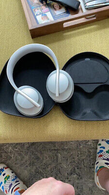 Bose 700 wireless headphones noise cancelling