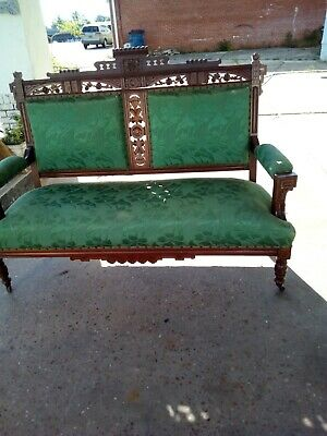 Walnut Eastlake Victorian Sofa/Settee Beautiful Condition