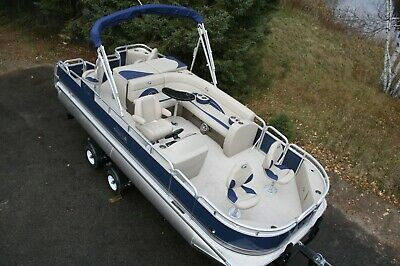 New 20  fish and fun Grand Island pontoon boat---Only carpet left