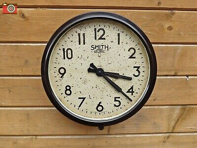 SMITH SECTRIC BAKELITE WALL CLOCK. Large Size. Restored, Great Patina. Updated.