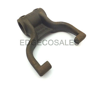 """New Holland /""""30 81824351 3//4 Cyl /& TLB Series/"""" Tractor Shaft Bearing Retainer"""