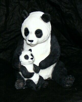 Panda figurine with a cub Endangered Species Collection by Leonardo ™ LP 17600
