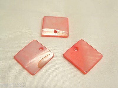 10 x Natural Dyed Shell Pendants: BNSP143 Coral Square