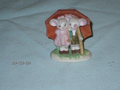 Vintage Small Lefton Boy Girl Mice Under Umbrell Taiwan