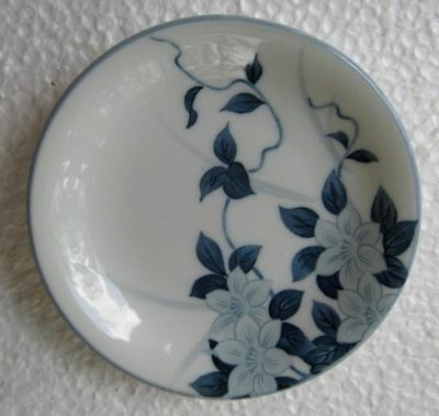 ANTIQUE 19 Cent JAPANESE Small PORCELAIN PLATE , SIGNED