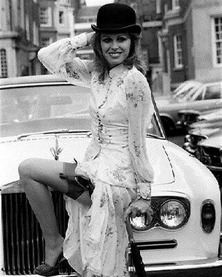 JOANNA LUMLEY 8X10 PHOTO Nice image 173347