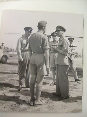 king in italy 26/7/1944 with raf officers press photo