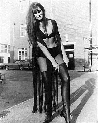 """CAROLINE MUNRO AS LAURA FROM DRACUL Poster Print 24x20"""" classic pic 171802"""
