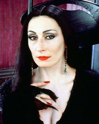 ANJELICA HUSTON AS MORTICIA ADDAMS FROM THE  8x10 Photo