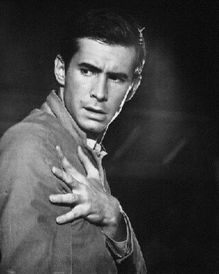 ANTHONY PERKINS AS NORMAN BATES FROM PSYCHO 8x10 Photo iconic image 173507