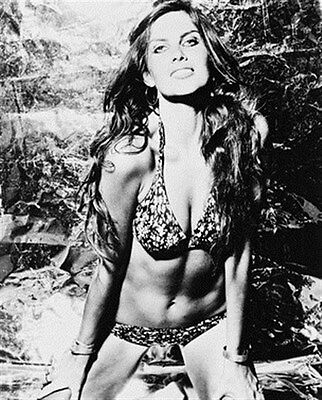 CAROLINE MUNRO 8x10 Photo nice pic 17023
