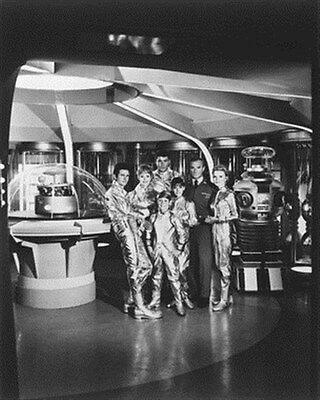 LOST IN SPACE TELEVISION PHOTO 8x10 Photo Nice image 178035