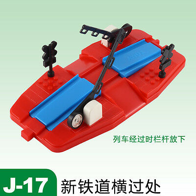 Tomy Train Scenic Part J-17 New Railroad Crossing