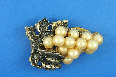 VINTAGE ART DECO GRAPE w/ FAUX PEARLS DRESS SCARF CLIP AT180122