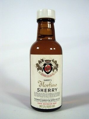 Miniature circa 1967 Hardy's Florfino Sherry Isle of Wine