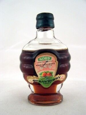 Miniature circa 1975 Kord Strawberry Liqueur Isle of Wine