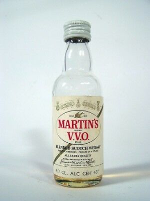 Miniature circa 1975 Martin's VVO whisky Isle of Wine