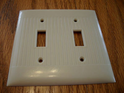 Vtg IVORY Double gang toggle SWITCH PLATE Cover Ribbed grooves Sierra Electric