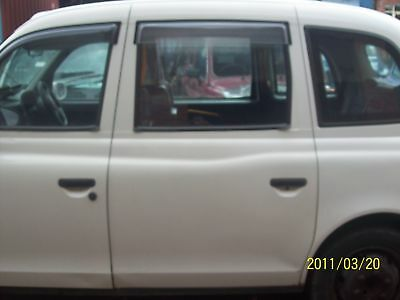 London Taxi TX2  Center One Piece Partition Division