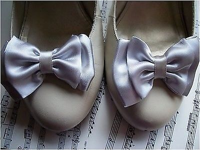 1 PAIR SILVER SATIN DOUBLE BOW SHOE CLIPS VINTAGE STYLE GLAMOUR BOWS 50s RETRO